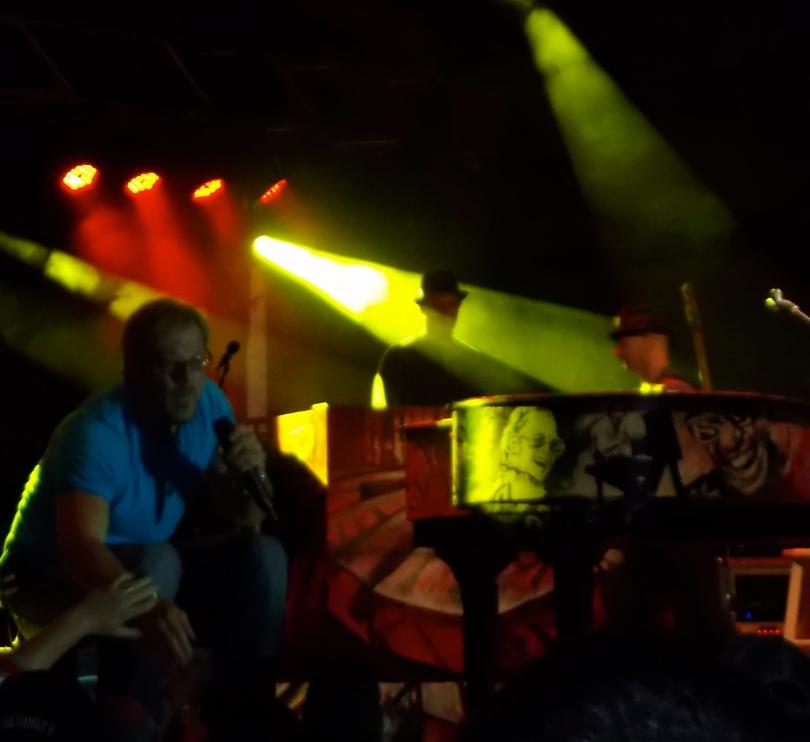 Phil Vassar performs