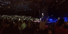 Justin Moore lights up the Xfinity Center.