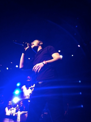 Scotty McCreery performs at the Oakdale Theatre
