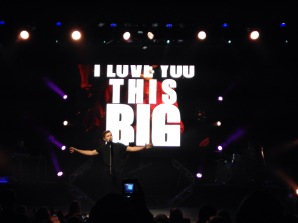 """Scotty McCreery performs """"I Love You This Big"""" at the Oakdale Theatre"""