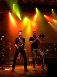 """Jerrod Niemann's band plays """"Ring of Fire"""" complete with a small brass section"""