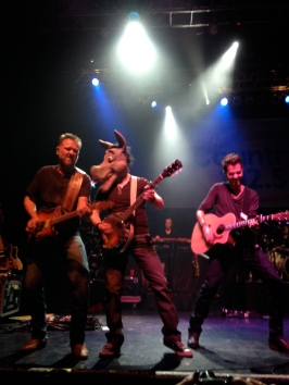 """Jerrod Niemann's band has some fun as hey perform """"Donkey"""" at House of Blues Boston"""